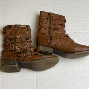 Breckelles Strappy Combat Boots Size 6
